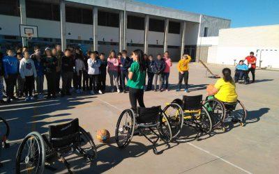 Exhibición de Boccia y baloncesto en silla de ruedas en el Higuerón