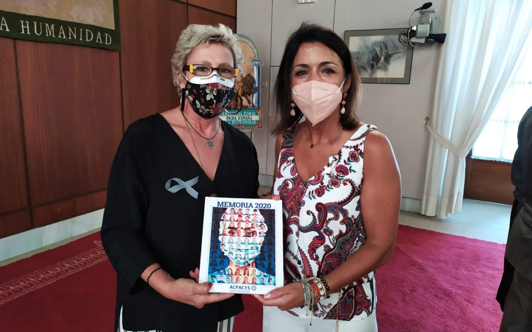 Entrega memoria a Presidenta del Parlamento Andaluz
