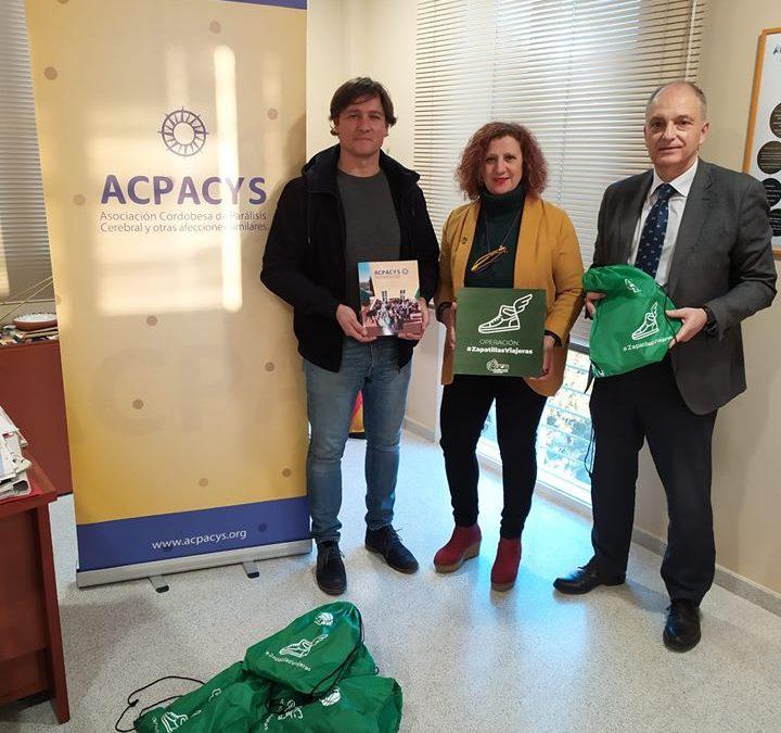 Acpacys Córdoba recibe una donación de zapatillas viajeras