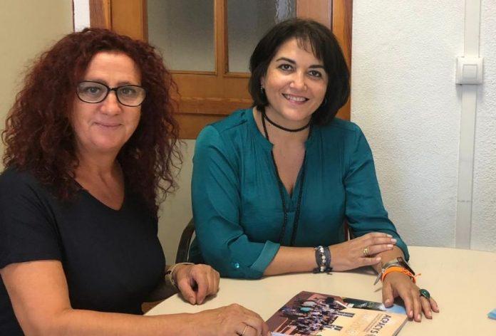 Entrega Memoria a Eva Timoteo, Concejala de Serv. Sociales