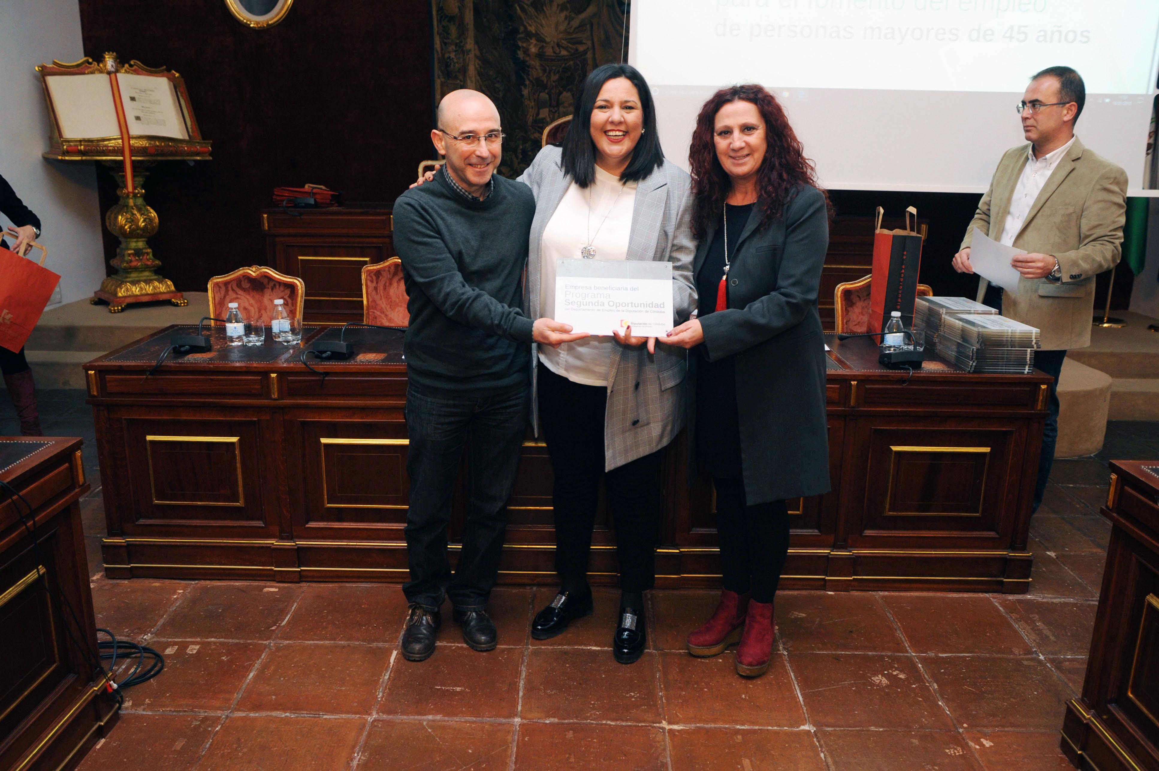 FOTO_Entrega acreditaciones Segunda Oportunidad_10 (1)